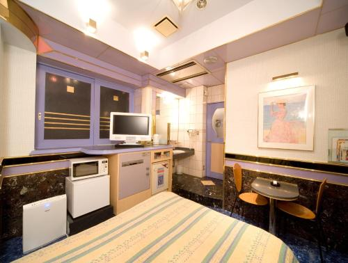 A kitchen or kitchenette at Hotel Crystal (Adult Only)