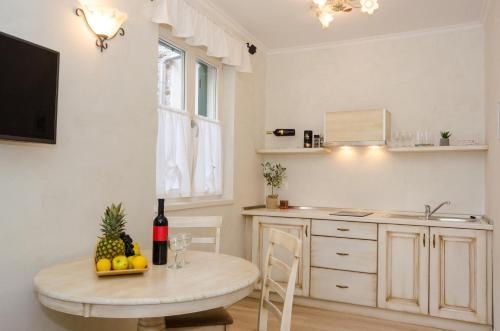 A kitchen or kitchenette at Casa Matteotti