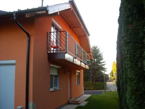 The facade or entrance of Apartman Molnár