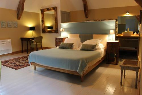 A bed or beds in a room at Ferme-Château de Cordey & Spa