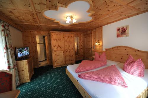 A room at Hotel Garni Landhaus Platzer