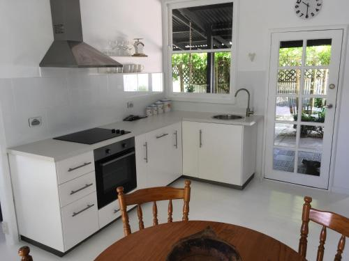 A kitchen or kitchenette at Hilltop Too
