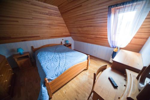 A bed or beds in a room at Les Portes De L'Aubrac