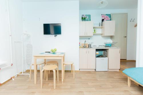 Кухня или мини-кухня в Апартаменты на Марата 35