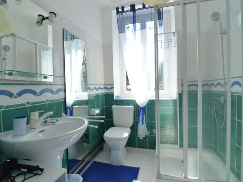A bathroom at Lovely Country House with Pond in Champvert