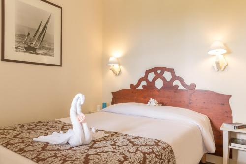 A bed or beds in a room at Residence du Golf - maeva Home