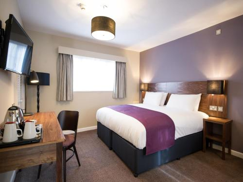 A bed or beds in a room at Innkeeper's Lodge Nottingham, Lowdham
