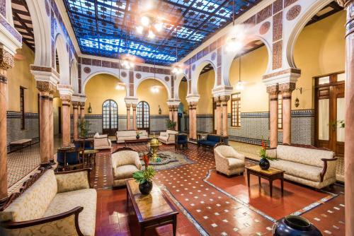 The lounge or bar area at Hotel Ayenda Majestic 1324