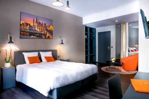 A bed or beds in a room at Atlas Hotel Brussels