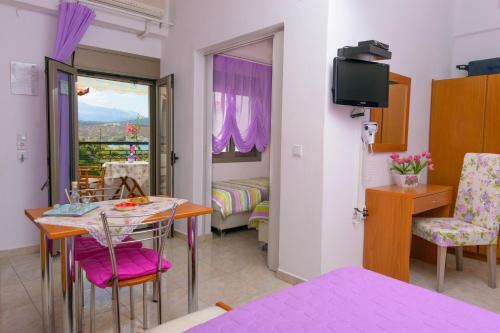 TV o dispositivi per l'intrattenimento presso Villa Minoas Apartments