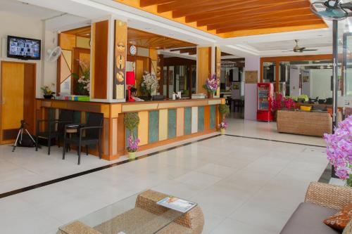 Лобби или стойка регистрации в Chana Hotel