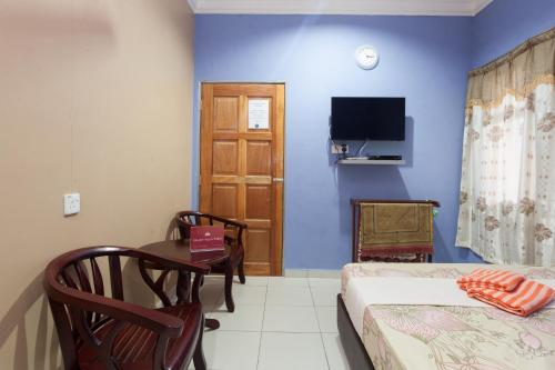 A television and/or entertainment center at ZEN Rooms Kedawang
