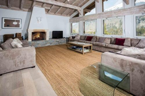 A seating area at Chalet Jean- Chamonix All Year