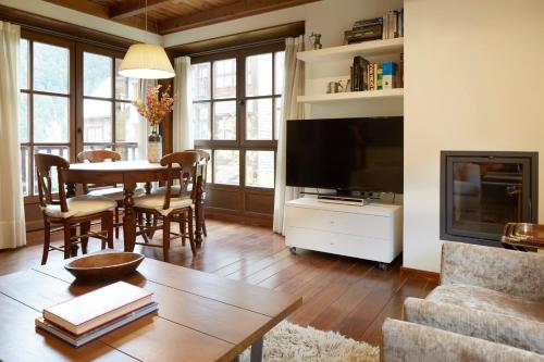 A television and/or entertainment center at Val de Ruda Luxe 6 by FeelFree Rentals
