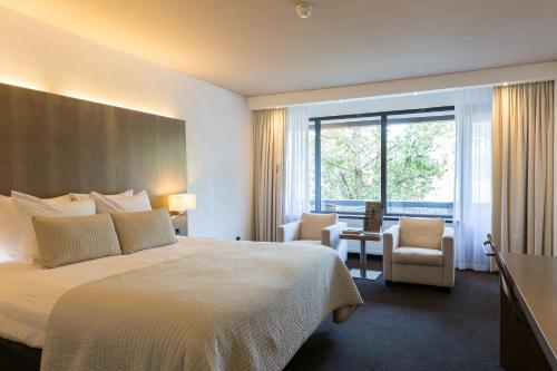 A bed or beds in a room at Van der Valk Hotel de Bilt-Utrecht