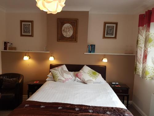 Penryn Guest House, ensuite rooms, free parking and free wifi