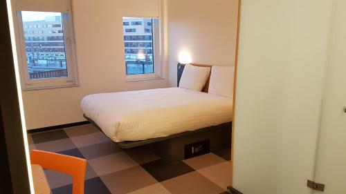 A bed or beds in a room at easyHotel Amsterdam Arena Boulevard
