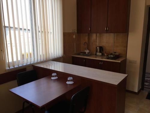 Кухня или мини-кухня в Apartments Tigran Petrosyan 39/5