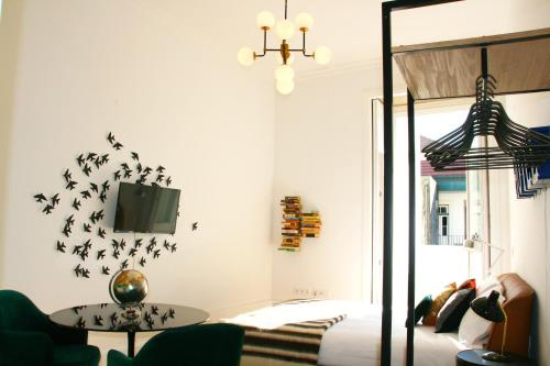 A television and/or entertainment center at Oporto Chic&Cozy - Batalha