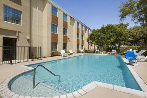 The swimming pool at or near Country Inn & Suites by Radisson, San Antonio Medical Center, TX