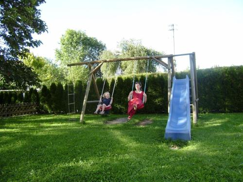 Ein Kinderspielbereich in der Unterkunft Gasthof Rössle
