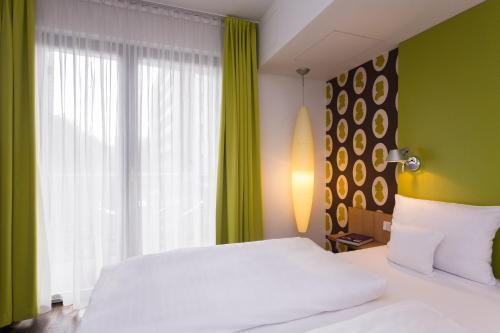 A bed or beds in a room at Grimm's Berlin Mitte