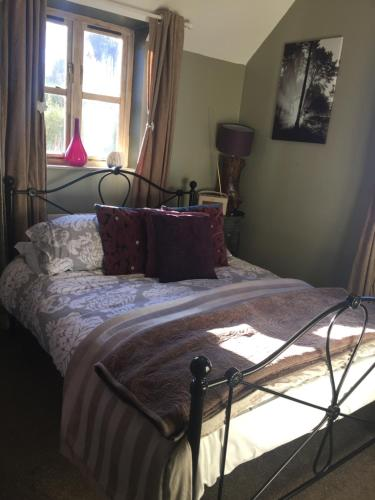 A bed or beds in a room at Abel's Harp