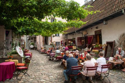 Ein Restaurant oder anderes Speiselokal in der Unterkunft Villa Hortensia