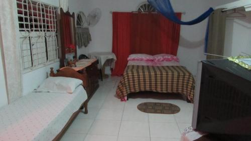 A bed or beds in a room at Tina's Guest House