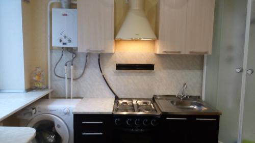 A kitchen or kitchenette at Apartment Lenina 3kA