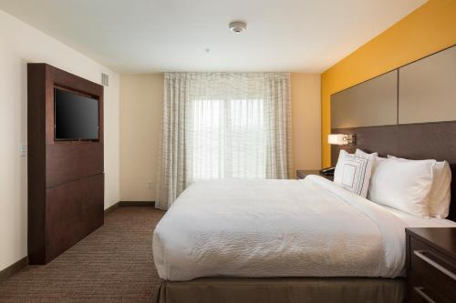 A bed or beds in a room at Residence Inn by Marriott Las Vegas Airport