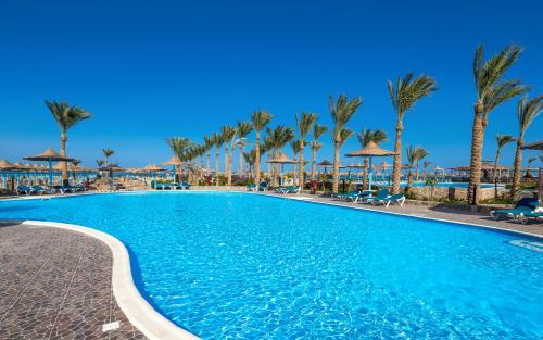 المسبح في Hawaii Riviera Aqua Park Resort - Families and Couples Only أو بالجوار