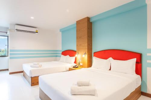 A bed or beds in a room at We Briza Hotel Chiangmai
