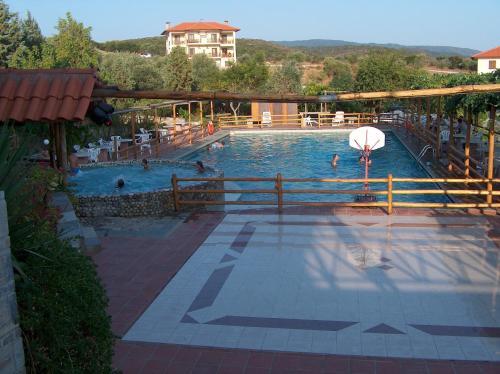 Πισίνα στο ή κοντά στο Ξενοδοχείο Αθόραμα