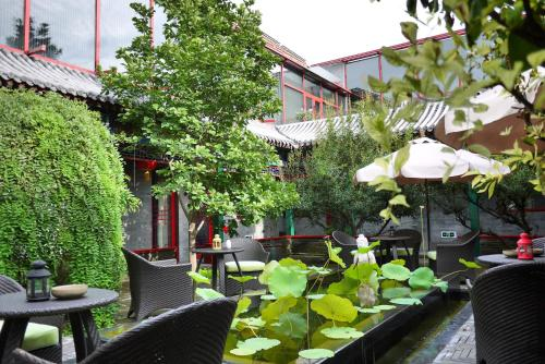 A restaurant or other place to eat at Hotel Cote Cour Beijing