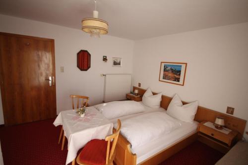 Ein Bett oder Betten in einem Zimmer der Unterkunft Haus Geiger
