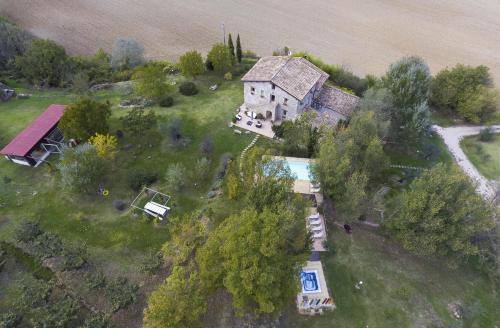 Blick auf CASALE SANTA CATERINA Jacuzzi&Pool aus der Vogelperspektive