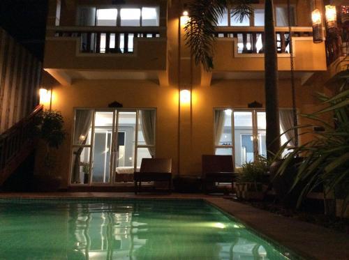 Het zwembad bij of vlak bij Ramchang Guesthouse