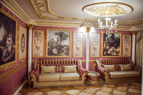 Лобби или стойка регистрации в Apartments Lux on Voskresenskiy Prospekt 13 А