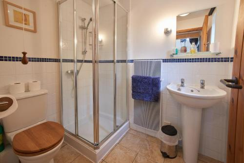 A bathroom at Barn Cottages at Lacock