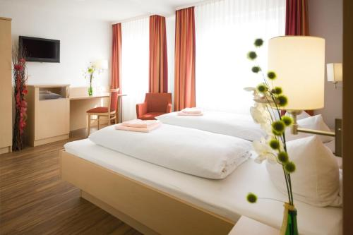 A bed or beds in a room at Hotel Gasthof Pension Riebel
