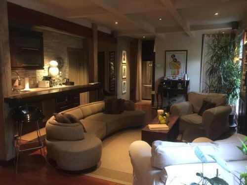 The lobby or reception area at Sir Montcalm Gite B&B
