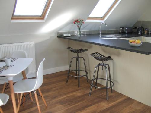 A kitchen or kitchenette at Maltings Loft