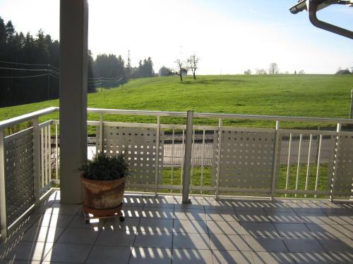 Ein Balkon oder eine Terrasse in der Unterkunft Ferienwohnung Huber