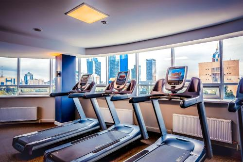 The fitness center and/or fitness facilities at Jumbaktas Astana Hotel
