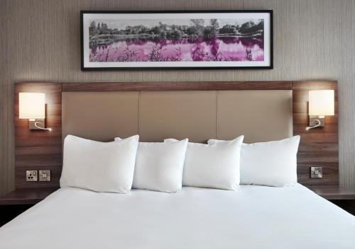A bed or beds in a room at Jurys Inn Swindon