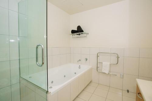 A bathroom at Lakeside Apartments