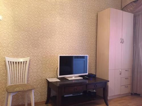Телевизор и/или развлекательный центр в Apartment Gorkogo 37 2х комнатные