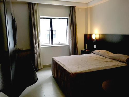 Cama ou camas em um quarto em Hotel Lugus