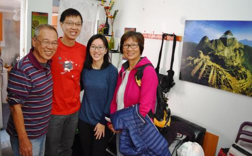 Famille séjournant dans l'établissement Carlos Guest House Cusco 1